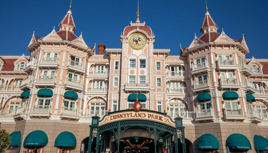 Disneyland Paris Hotels. Seven Magical Disney themed hotels found in the theme park.